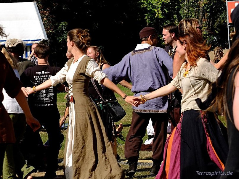 Traditional folk and Medieval dancing